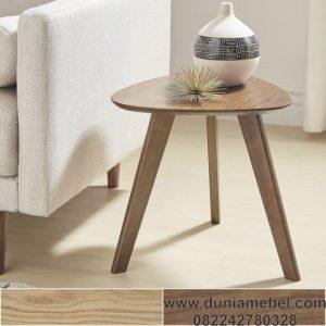 Meja samping segitiga