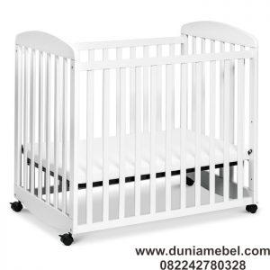 Tempat Tidur Bayi Kaki Roda